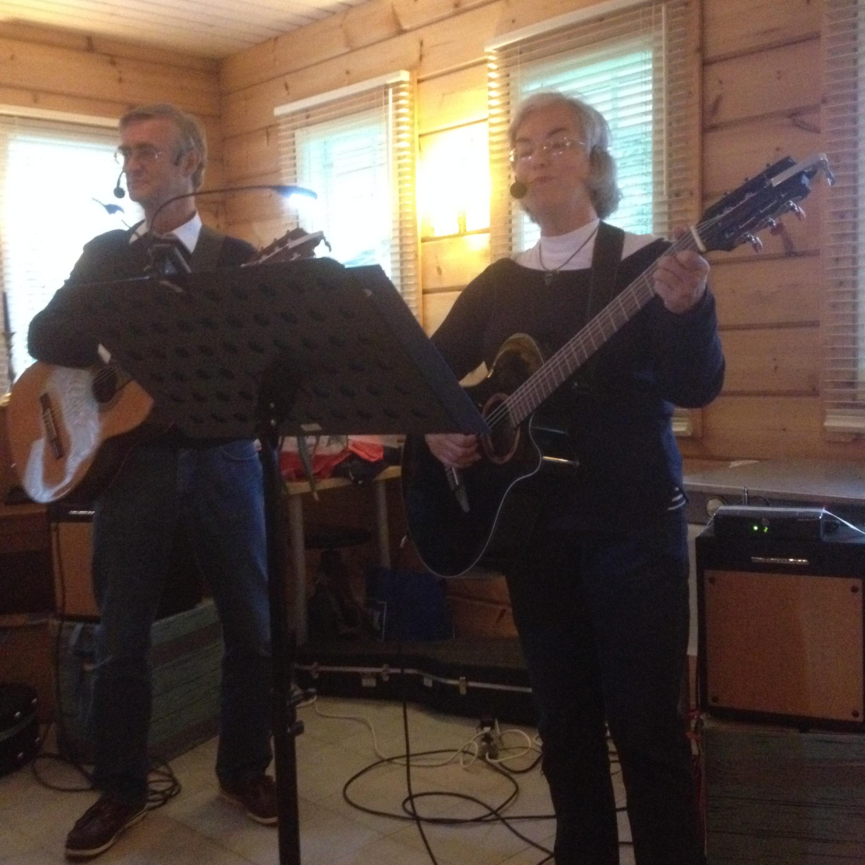 Jan-Erik Elfving och Karin Sandqvist 11.8.2016 på Jannes saloon i Vasa skärgård